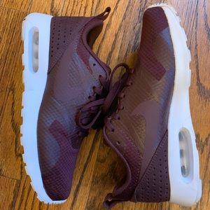 NIke Air Max Tavas Women's Sneakers
